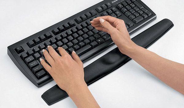 espai-ergonomia-uso-del-reposamunecas